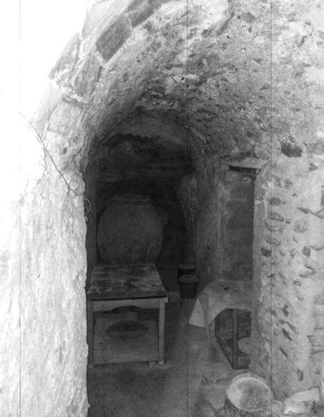 Antigua bodegaA en cueva