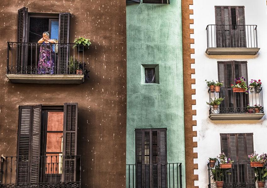 Asomada al balcon