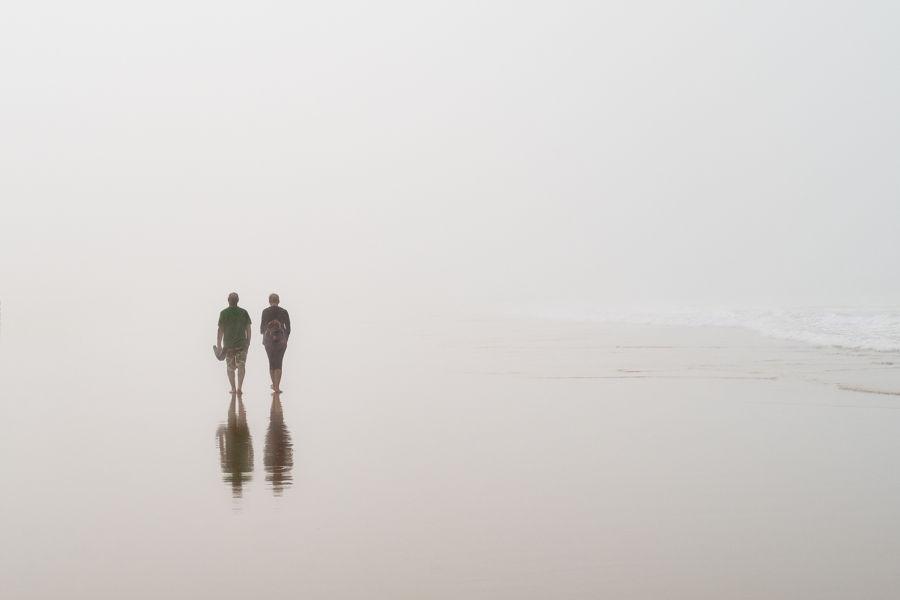 Descalzos en la niebla - No todo es Surf en Caños.