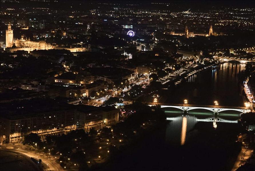 Sevilla noche desde las alturas.