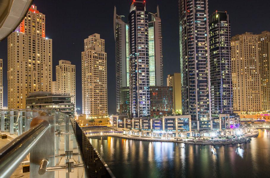 Marina Dubai por la noche
