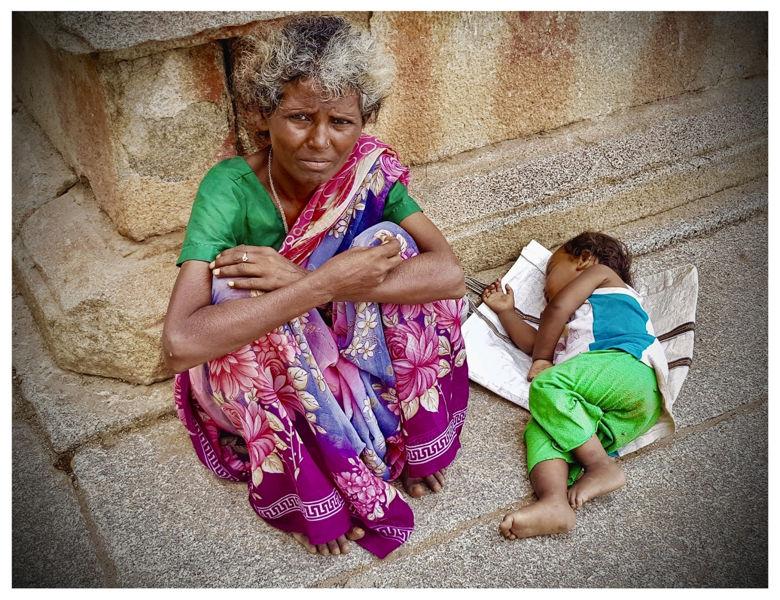 Madre en Hampi (India)