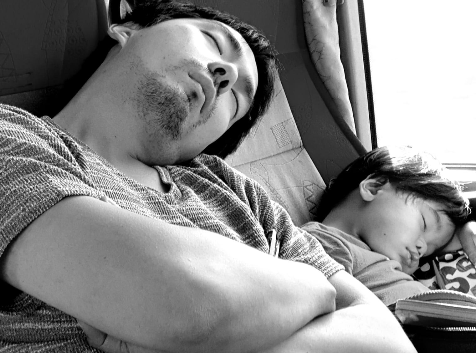 Padre y hijo.