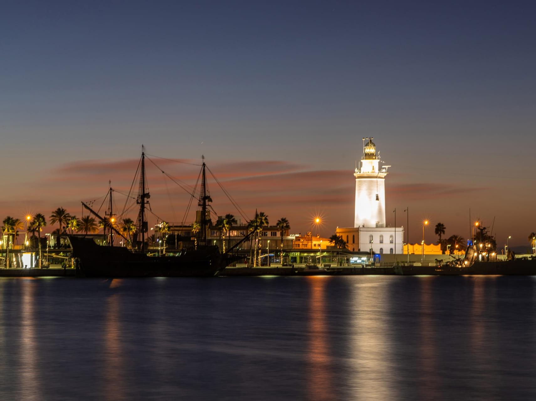 Amanece en el puerto de Malaga