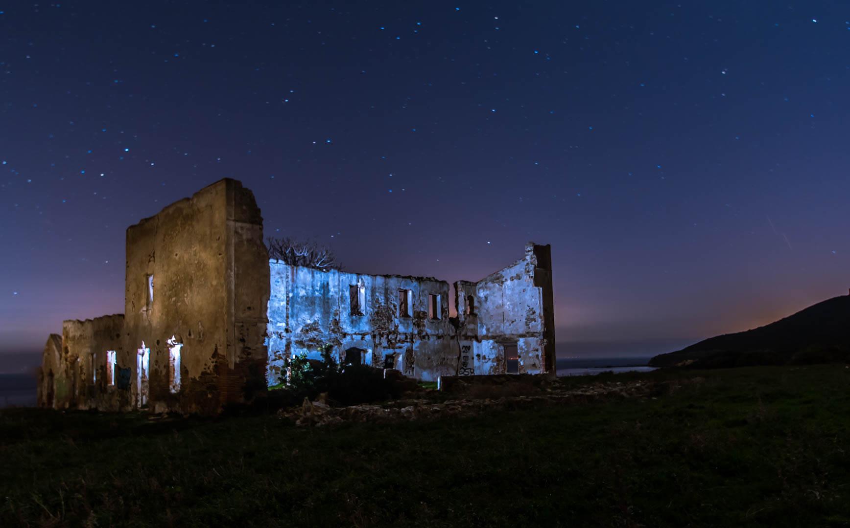 Ruinas en la costa