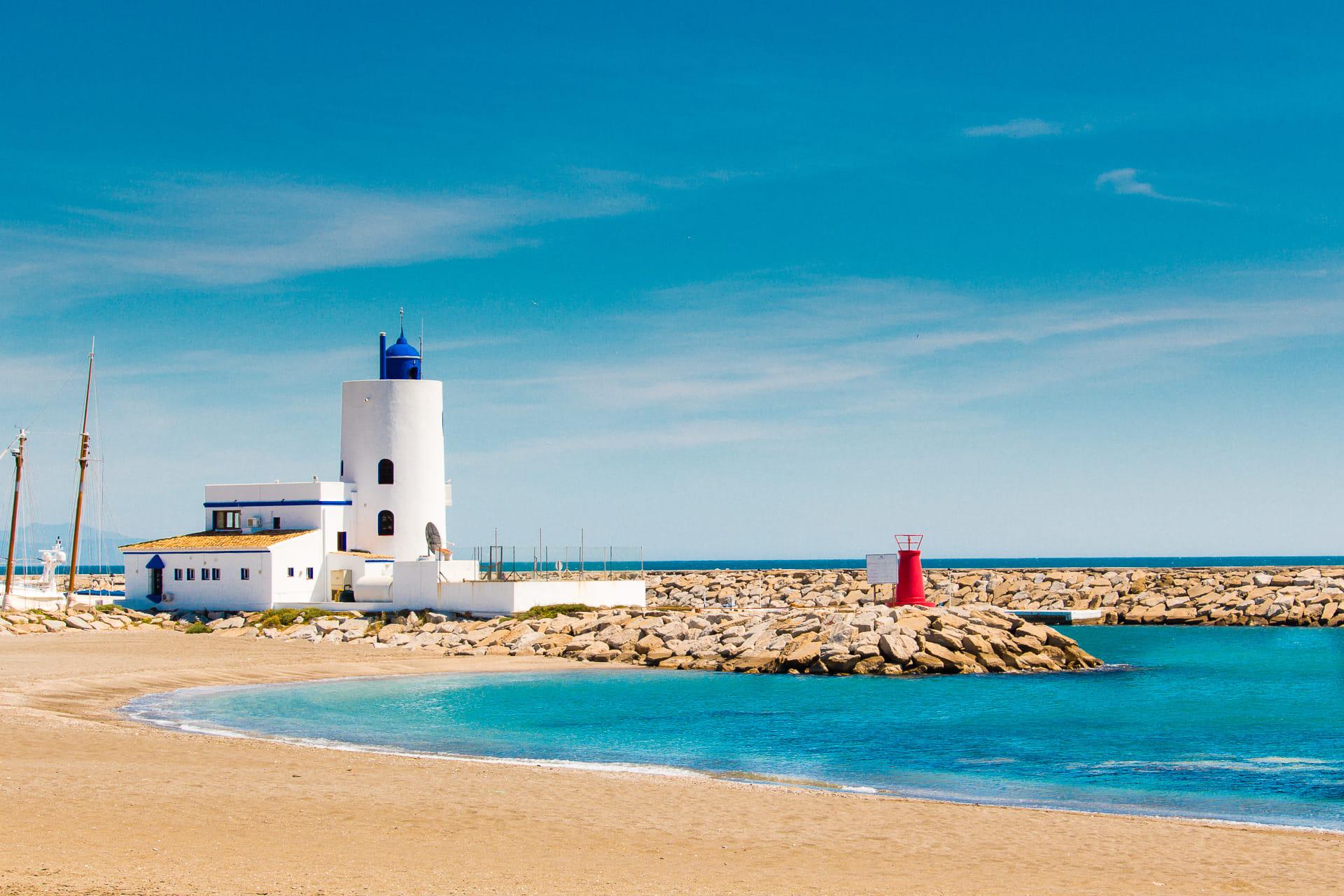 Andalucía infinitesimal. Faro. Puerto de la Duquesa