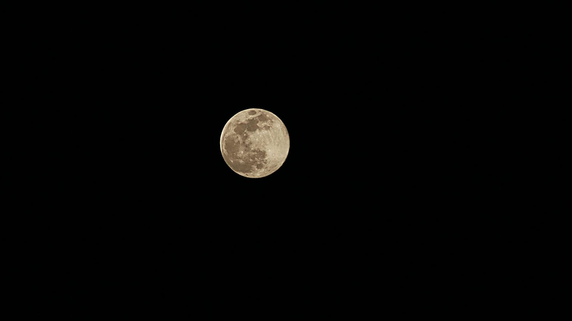 Super Luna de un confinamiento