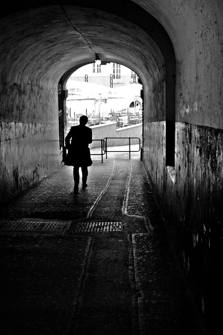 Silueta en el tunel