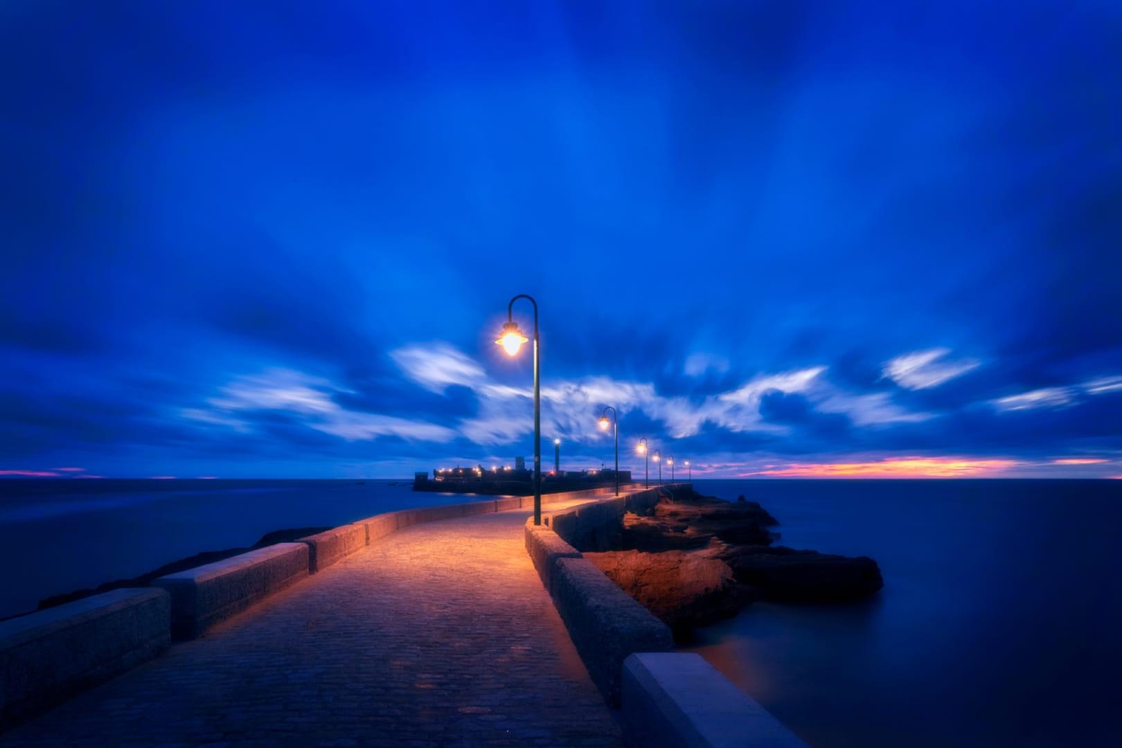 Camino del Castillo en la hora azul