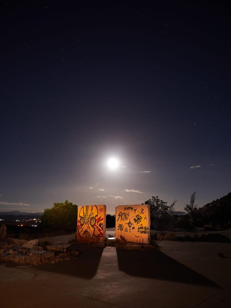 Luna y pintadas
