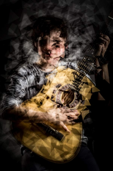Fotocubismo - Niño con guitarra