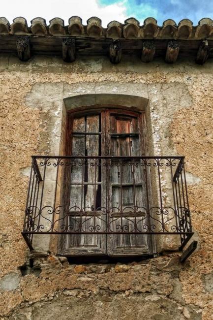 Esperándote bajo la ventana