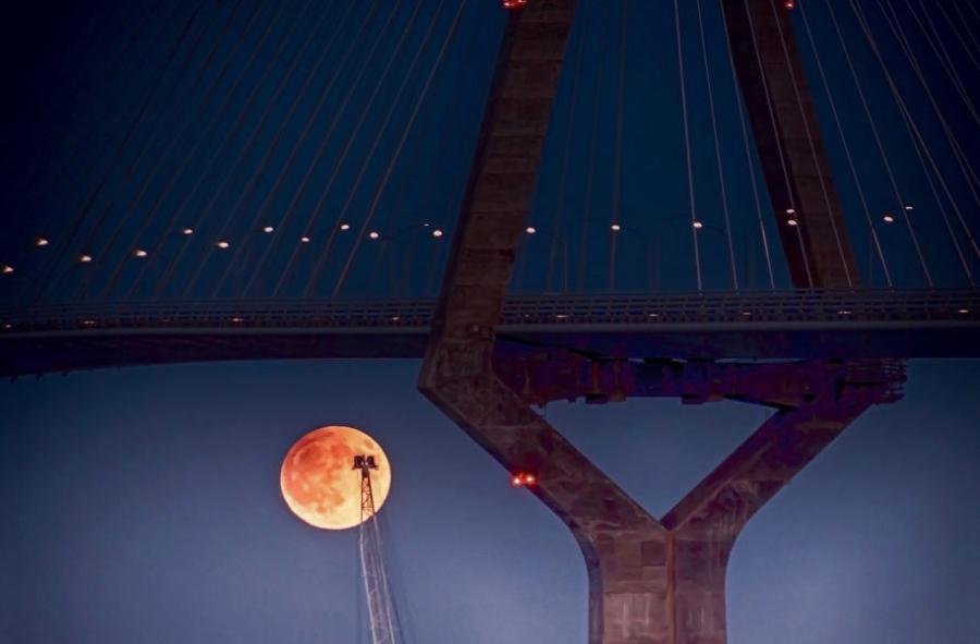 Luna lunera con  grúa quisiera cogerla
