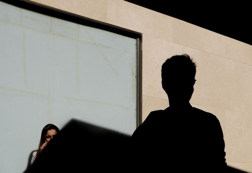 Triángulos, sombras y siluetas en Sevilla