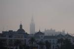 Niebla al amanecer en Sevilla