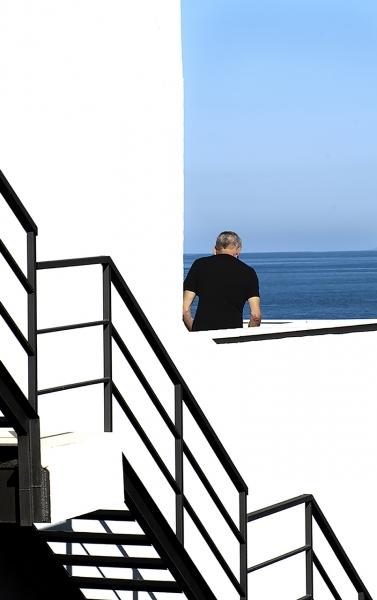 Azul-Blanco-Negro.