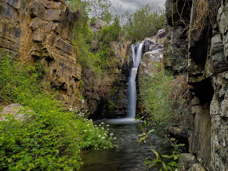 Cascada en el Arroyo del Infierno. El Granado (Huelva).