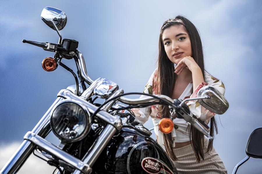 Ella y su Harley