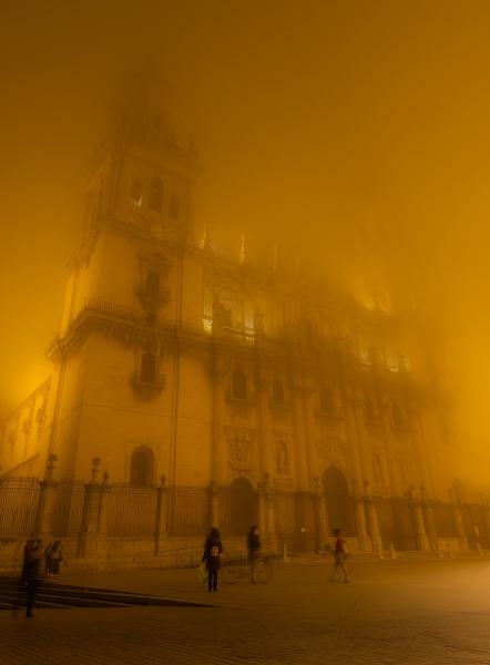 Niebla por la catedral
